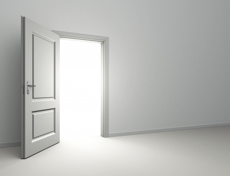 puerta abierta y la luz que entra en la habitación interior Foto de archivo