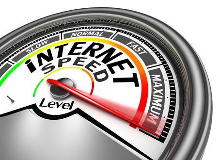 compteur de vitesse: compteur de vitesse d'Internet indiquent maximale, isolé sur fond blanc