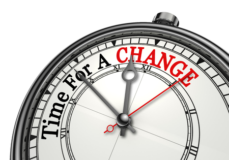 Tempo per un rosso parola cambiamento sul concetto di orologio, isolato su sfondo bianco