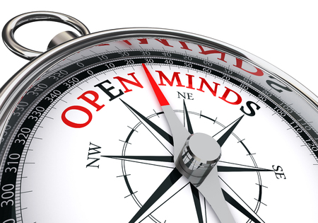 il posto giusto per trovare menti aperte indicati dal concetto bussola, isolato su sfondo bianco