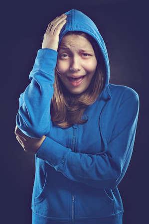 ni�a gritando: Afraided gritos muchacha adolescente Foto de archivo