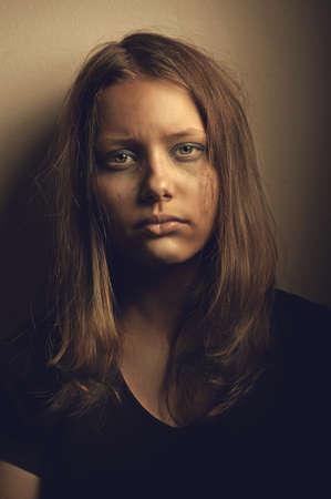 落ち込んで怒って悲しい十代の少女 写真素材