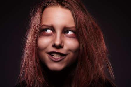 evil girl: Close up ritratto di ragazza male posseduta da un demone Archivio Fotografico