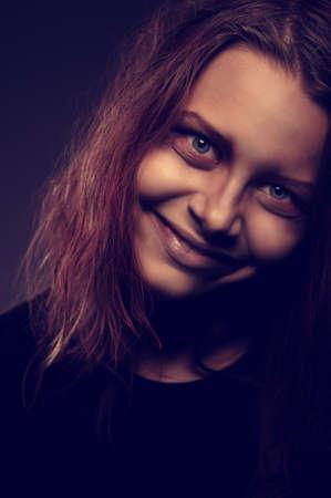 evil girl: Chiuda sul ritratto della ragazza male posseduta da un demone