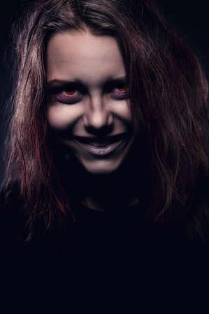 evil girl: Close up ritratto di ragazza male posseduto da un demone Archivio Fotografico