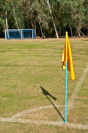 terrain foot: terrain de football du drapeau Corner, jouent de football Banque d'images