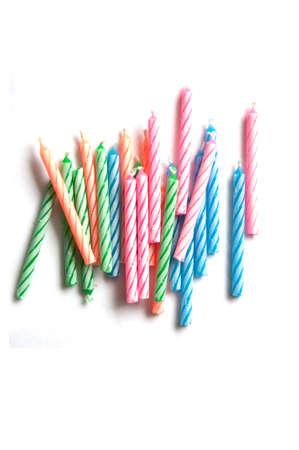 velas de cumplea�os: Velas en su cumplea�os colorido sobre fondo aislado