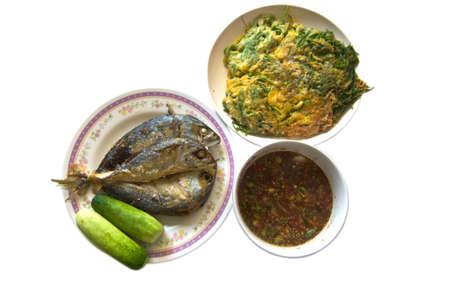 Tradizione piatto tailandese, Nam-prick-Kra-pi con cetrioli, e lo sgombro friggere