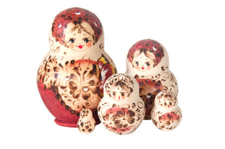 decreasing in size: Famiglia di bambole russe annidati isolato su bianco
