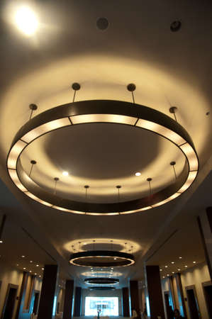 Arrangement of hanging lighting fixtures