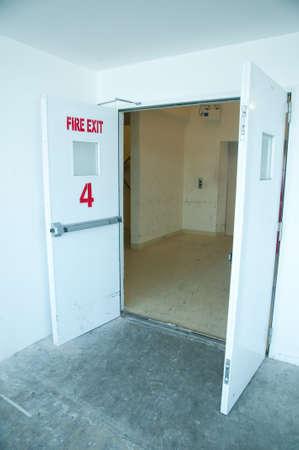 Opwn exit deur voor de trap Stockfoto