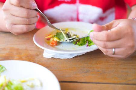 plato del buen comer: Fat man eating salad for losing weight