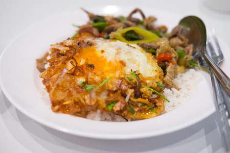 plato del buen comer: Thai food on steam jasmine rice Foto de archivo
