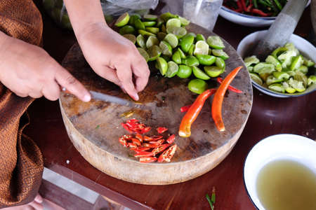 cocina saludable: asian hot and spicy food ingredient with lemon and chili
