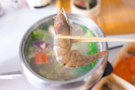 pot belly: use chopstick boiled shrimp