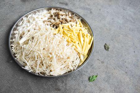 baby corn: Mixed mushroom and baby corn in tray