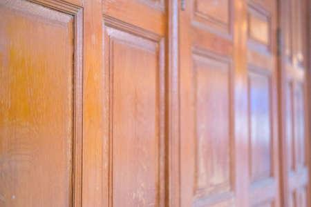 Old Vintage Asian brownie porte en bois peint Banque d'images - 60214552