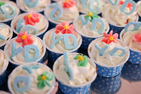 sugarpaste: Cup cakes decorated with alphabet Y and D sugar tag