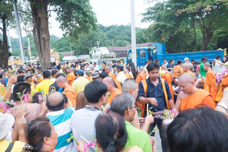 Saraburi, Thailand - July 29, 2018 : Many people give flowers to Buddhist monks for alms in The Tak Bat Dok Mai (give flowers to monk) Ceremony at Phra Buddha Bat Woramahavihan Temple 에디토리얼