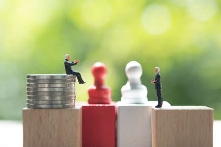 Miniature businessman face to face for negotiating in business. Strategy concept and business competition concept Stockfoto