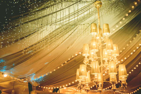 Beautiful crystal chandelier on wedding in luxury hall Stockfoto