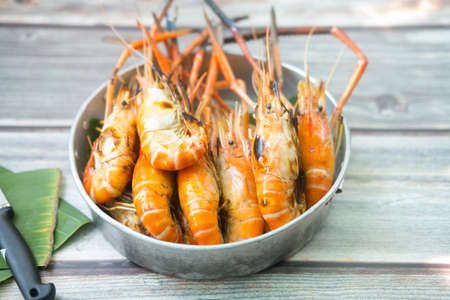 Grilled giant river prawn fresh .Eating shrimp may also promote heart and brain health due to its content of omega 3 fatty acids and the antioxidant astaxanthin. Banco de Imagens