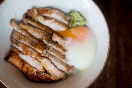 Close up image slice pork and Onsen Tamago on rice Imagens