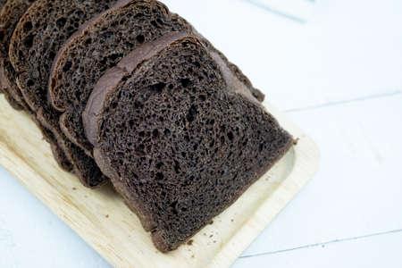 Fresh homemade baked bread slices. Tasty bread slices. Closeup Imagens