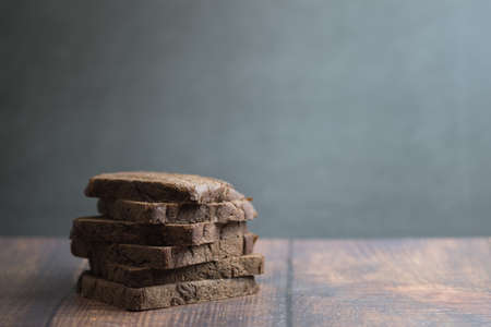 Whole grain rye bread cocoa on a dark wooden background. Freshly baked homemade bread. Close-up, selective focus Imagens