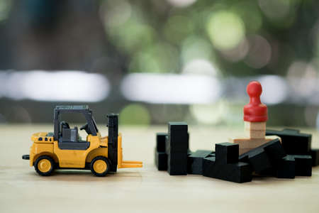 Forklift truck find for red chess pawn with black wood puzzle. Concept of leadership and teamwork Stok Fotoğraf