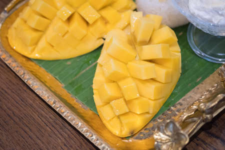 Mango and sticky rice,Thai style tropical dessert, glutinous rice eat with mangoes Banco de Imagens