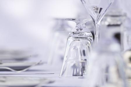glazen en bestek in een elegante omgeving luxe restaurant