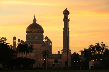 Silhouette of Sultan Omar Ali Saifudding Mosque at sunset, Bandar Seri Begawan, Brunei, Southeast Asia Stock Photo - 14593059