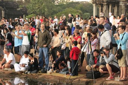 Mensen fotograferen zonsopgang bij Angkor Wat, Siem Reap, Cambodja