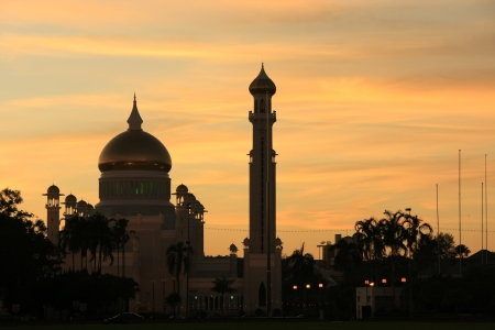 Silhouette of Sultan Omar Ali Saifudding Mosque at sunset, Bandar Seri Begawan, Brunei, Southeast Asia Stock Photo - 14632623
