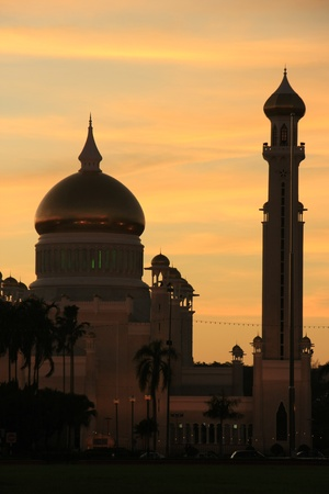 Silhouette of Sultan Omar Ali Saifudding Mosque at sunset, Bandar Seri Begawan, Brunei, Southeast Asia Stock Photo - 14632795