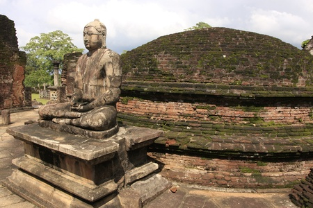 polonnaruwa: Statue of Buddha in ancient temple, Polonnaruwa, Sri Lanka Stock Photo
