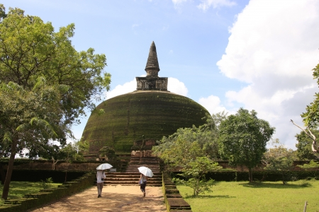 Rankot Vihara  Golden Pinnacle Dagoba , Polonnaruwa, Sri Lanka Stock Photo - 14679281