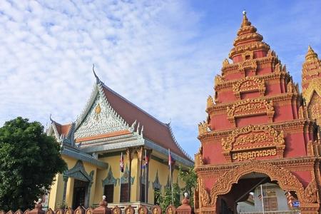 Rooftops of Wat Ounalom, Sisowath Quay, Phnom Penh, Cambodia Stock Photo - 18012576