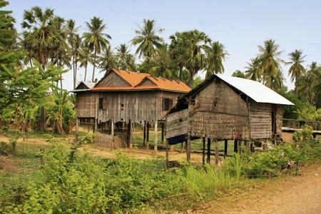 Paalwoningen in een klein dorpje in de buurt van Kratie, Cambodja, Zuidoost-Azië Redactioneel