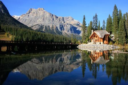 Houten huis aan Emerald Lake, Yoho National Park, British Columbia, Canada