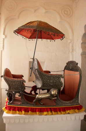 palanquin: Palanquin on display at Mehrangarh Fort museum, Jodhpur, Rajasthan, India