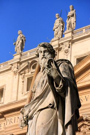 maderno: Satue of Saint Peter, Maderno facade, Saint Peters Basilica, Vatican City, Rome Stock Photo