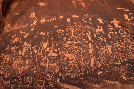 western usa: Indian petroglyphs, Newspaper Rock State Historic Monument, Utah