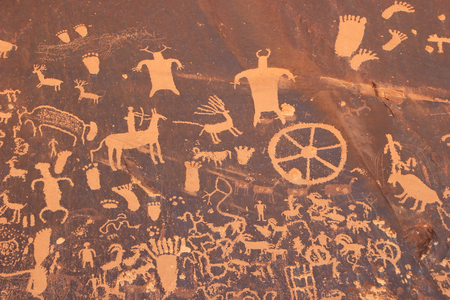 moab: Indian petroglyphs, Newspaper Rock State Historic Monument, Utah