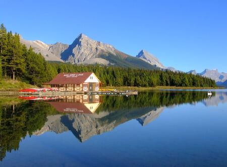 cascade range: Maligne lake, Jasper national park, Alberta, Canada