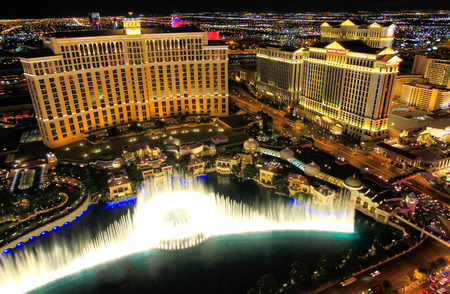 Fountain show at Bellagio hotel and casino at night, Las Vegas, Nevada, USA 新闻类图片