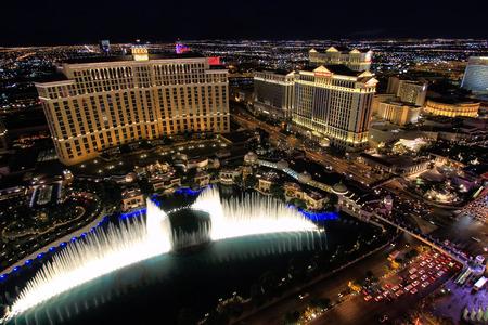 Fontein show in Bellagio hotel en casino 's nachts, Las Vegas, Nevada, Verenigde Staten