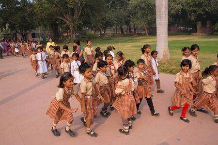 culture school: School girls visiting Humayun