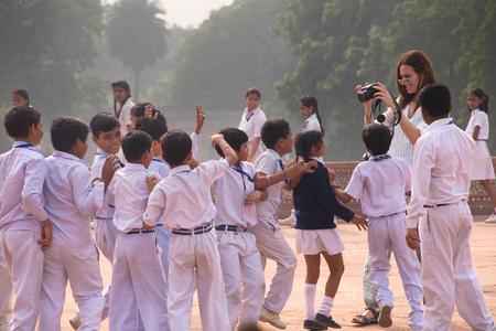 Dzieci szkolne odwiedzające Humajun